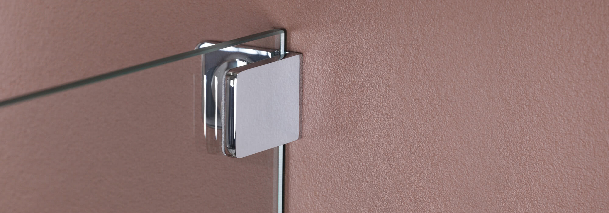 Sprinz offers various options for fixing a glass shower to the wall, for example with a wall bracket