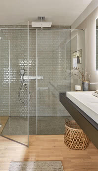Fortuna shower with flush-mounted profile, Smart-Line 4.0 and washbasin shelves in Renovation Deluxe Style