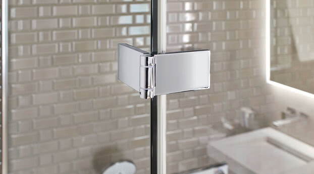 Fortuna shower with flush-mounted profile and glass–glass bracket in detail in Renovation Deluxe Style