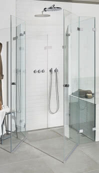 Fortuna shower: the corner access with swing doors ensures easy access to the shower area