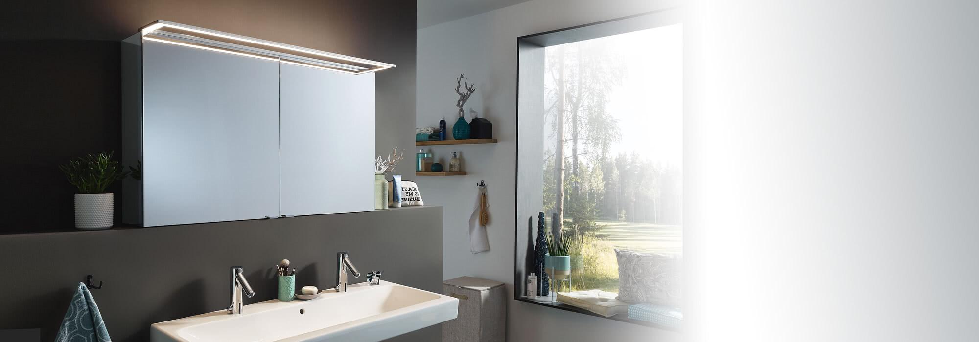Spiegelschrank Modern-Line mit Aufsatzleuchte in Rahmenform (GLSR)