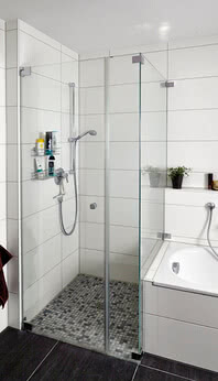 Omega shower with bathtub connection and wall bracket