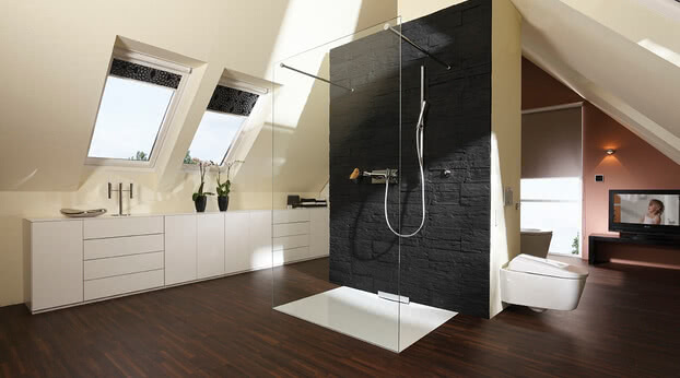 Inloop shower in a bath under the roof