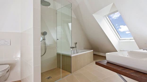 Beryll glass shower as a bathtub solution