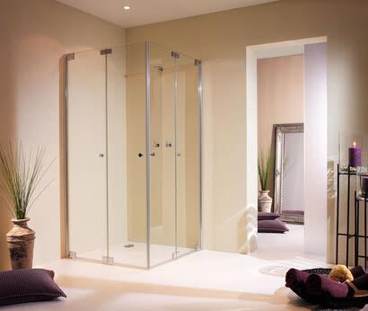 Dusche Omega Plus, Faltwand geschlossen, Modell Eckeinstieg