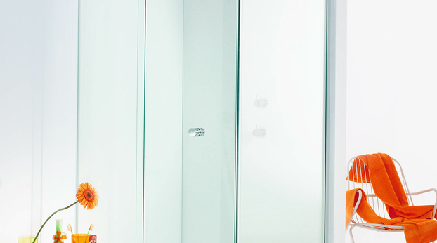 Onyx shower, side access model with closed door