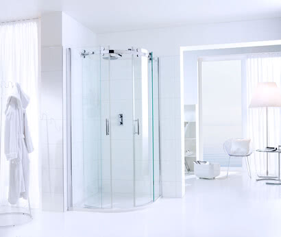 Opalin S shower with wall profile and open door