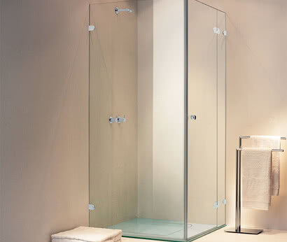 Spinell Plus shower, frameless with side access