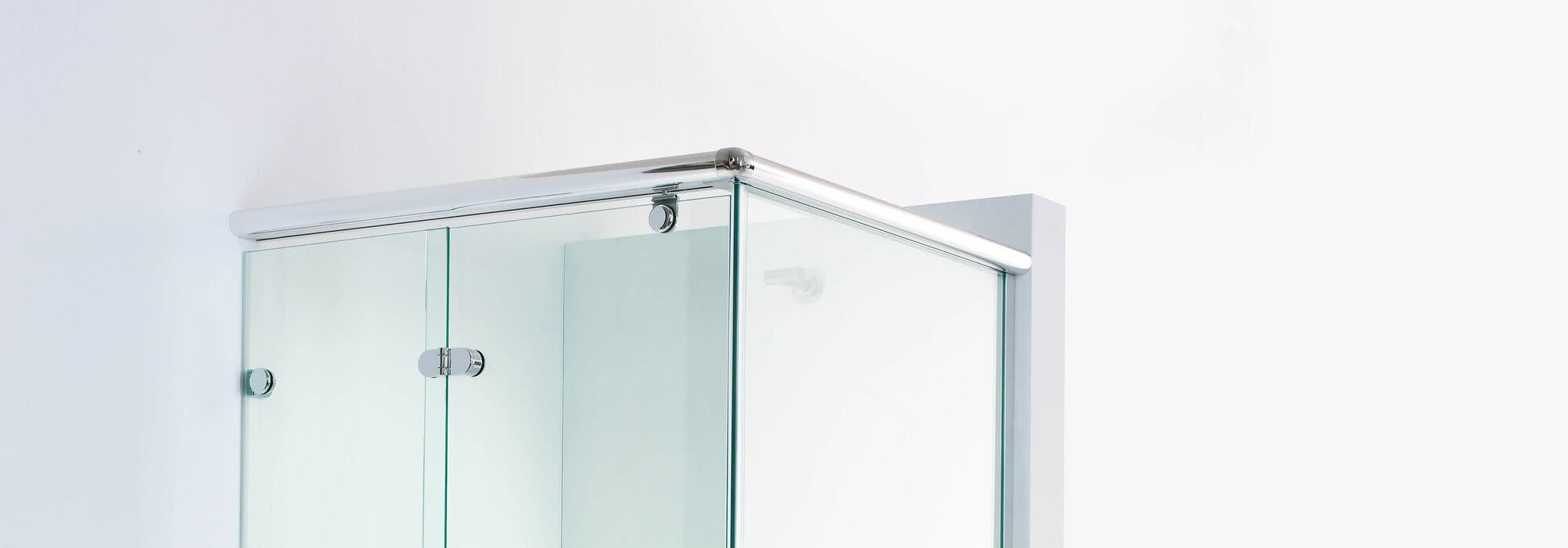 Onyx shower, hinge in detail view