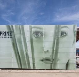 SPRINZ Ausstellung Glaswelt Aussenansicht web.jpg