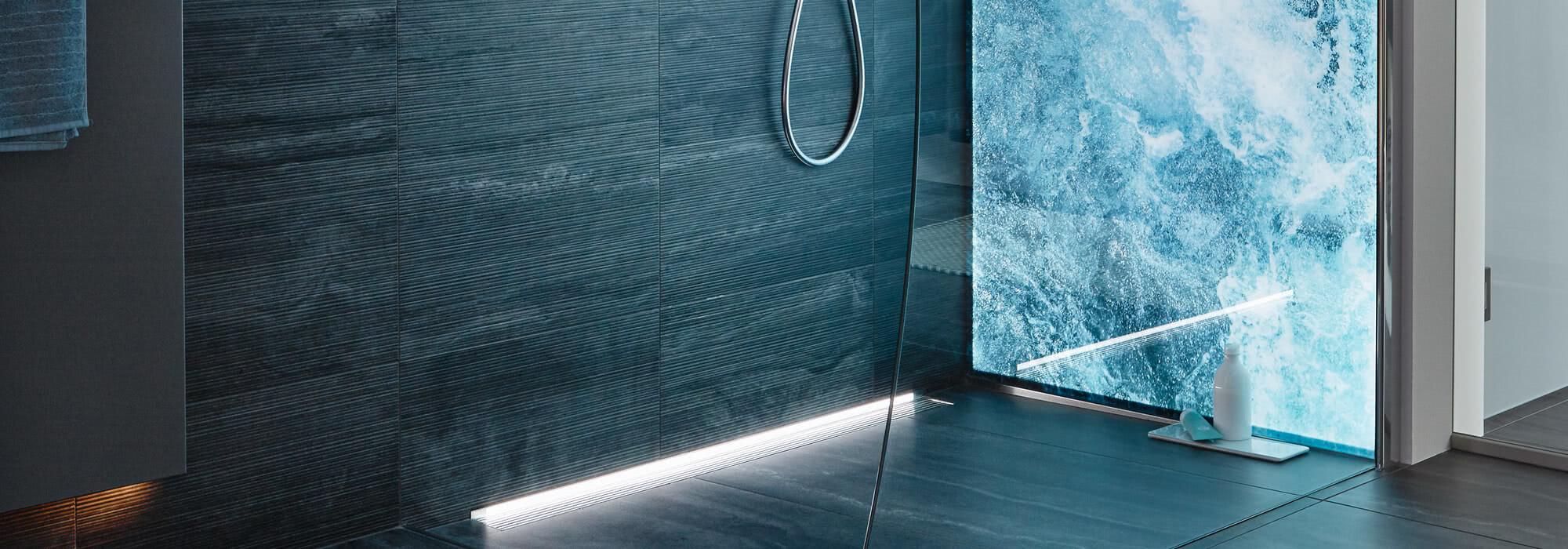 Dusche Omega Inloop mit Motiv Wellensturm und Glasausschnitt