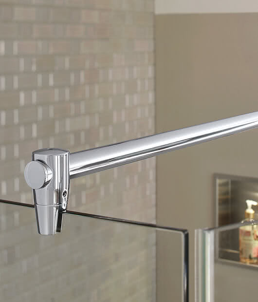Accessories for the shower, stabilizing bar with T-piece