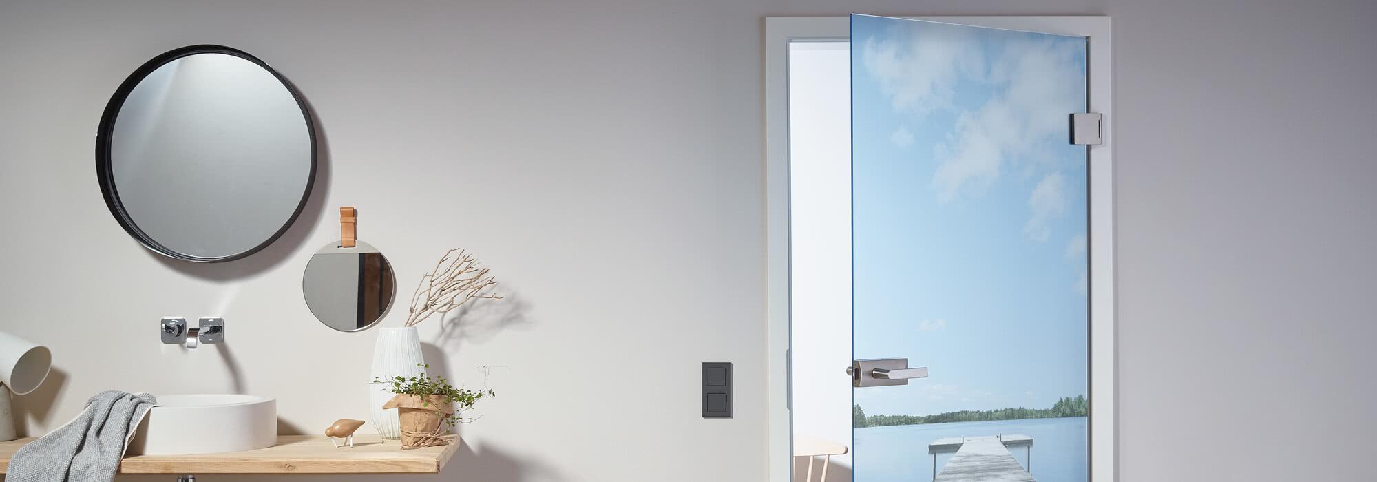 Doors with ceramic digital and screen printing