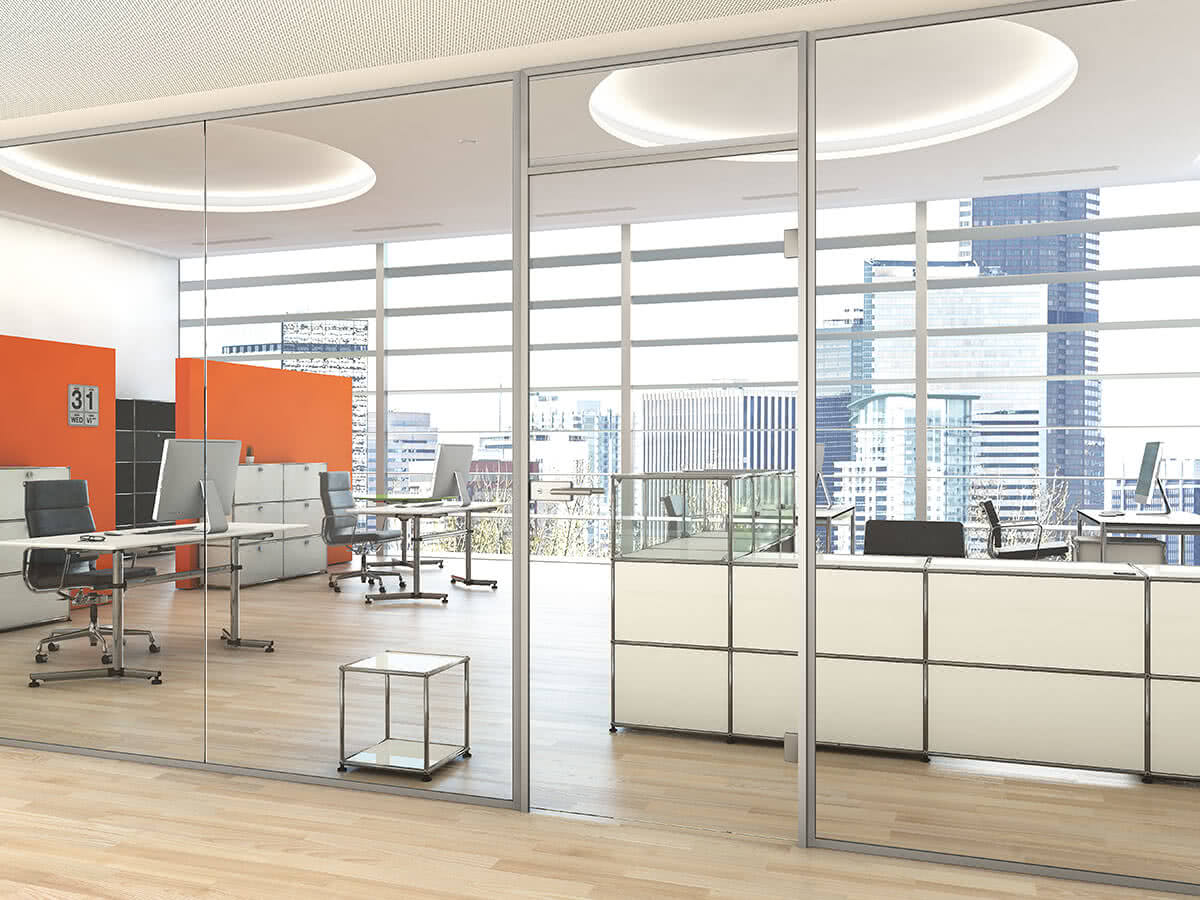 Aluzarge 100 by Sprinz as a partition in an open-plan office