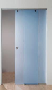 Schiebetürsystem Motion 100 mit dem Motiv Baden-Baden transluzent blau 2, die Führungsschiene kann sowohl an der Decke bzw. im Sturz als auch vor der Wand befestigt werden.