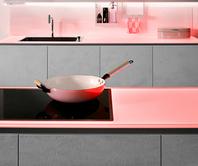 SPRINZ Küchenrückwand und Arbeitsplatte aus Glas mit roter Beleuchtung