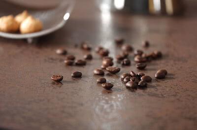 SPRINZ Porzellankeramik Arbeitsplatte OxidMoro Kaffe Detail Querformat web.jpg