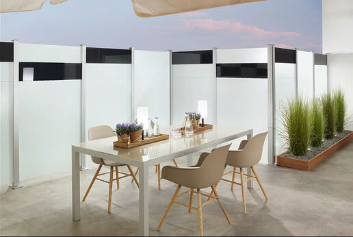 SPRINZ glass privacy screen with Compact post system