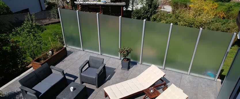 SPRINZ glass privacy screen with Premium post system