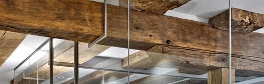 Maßgeschneidert für schwierige Baugegebenheiten: Die Aluzarge 100 passt sich dem Raum an