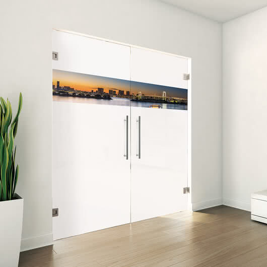 Glass door with a colorful design from SPRINZ