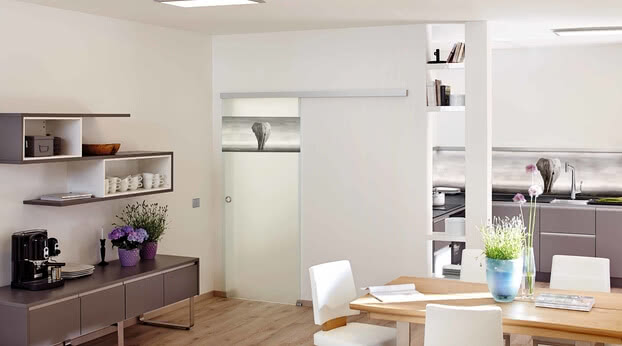 ColorDoor glass door by SPRINZ with elephant motif in the kitchen to match the rear wall
