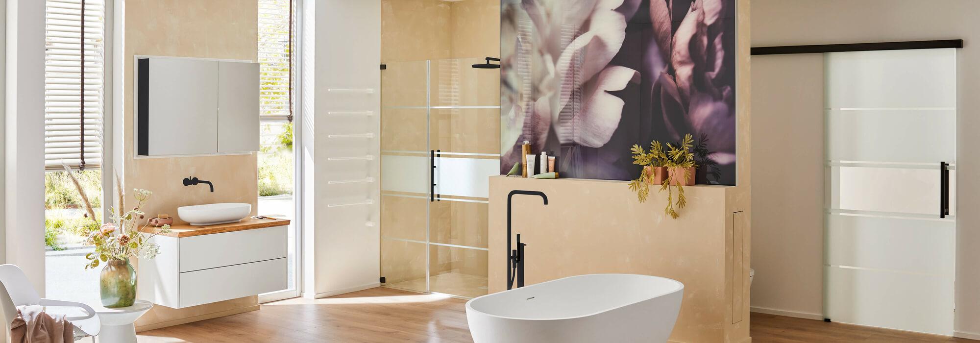 Badewanne auch als Dusche nutzen mit einem Badewannenaufsatz aus Glas von SPRINZ