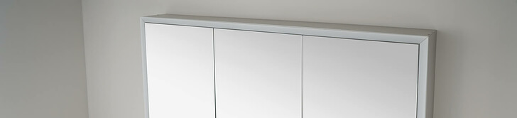 Elegant-Line 2.0 mirror cabinet with LED light strip switched off
